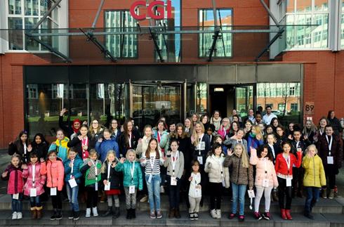 56 jeunes filles ont participé à divers ateliers technologiques amusants lors de la Journée des filles 2016 à Rotterdam.